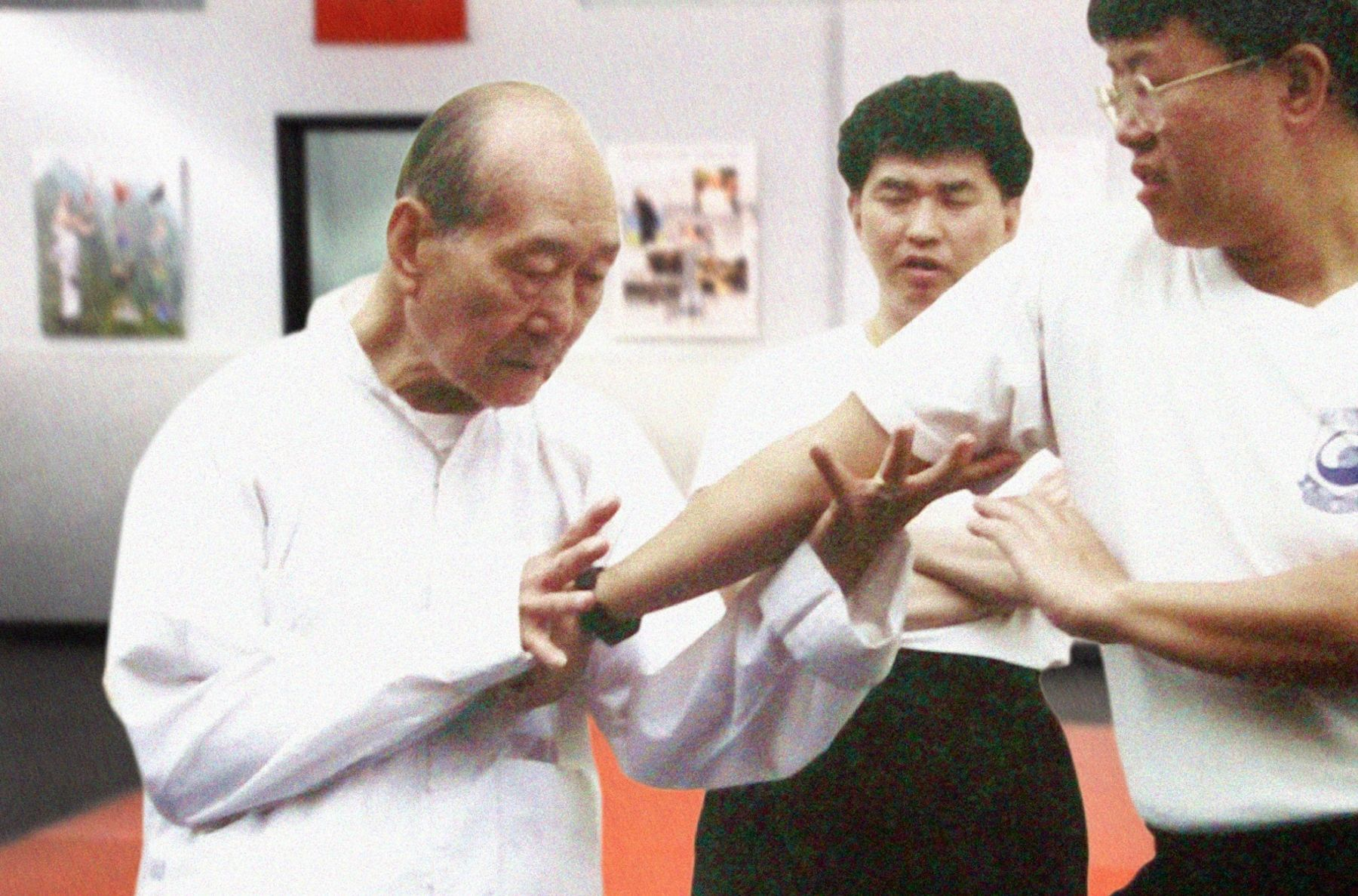 Great Grandmaster Hu Yuen Chou, a third generation Choy Li Fut Grandmaster, shows a joint locking technique
